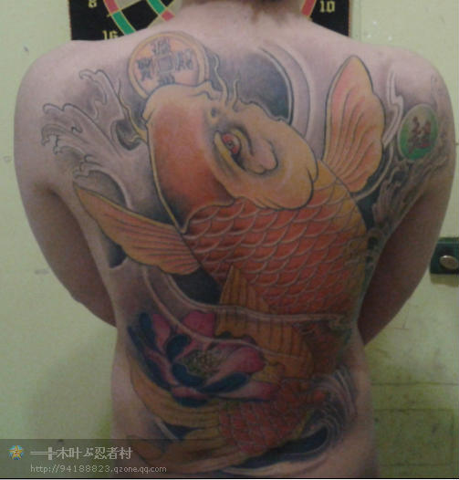 瘦人满背鲤鱼纹身《瘦人纹身《瘦人纹身纹手臂图片