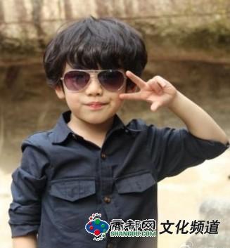 5岁小正太金驼可爱卷发造型被评神似韩星圭贤和边伯贤.
