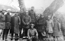 1942年,陈毅代军长与二师、四师干部合影