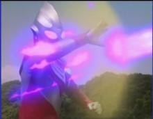 复合形态下用过这招防御艾勃隆的电击,艾能美娜的光弹,反射了马农星人