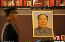 天安门城楼换上新绘毛主席像(2011)