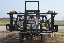 喷杆的升降,展开及折叠,可在驾驶室内通过操作液压油缸进行控制,操作图片