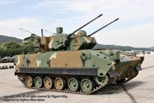 """韩国""""飞虎""""30毫米双管自行高炮"""