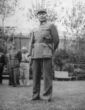 1945年12月何应钦于上海