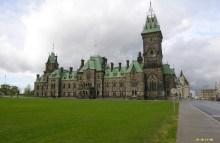 首都渥太华(封面是国会大楼)