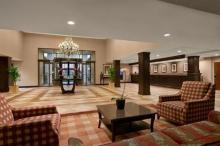 费城机场希尔顿合博套房酒店