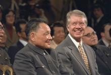 卡特访问中国时与邓小平合照