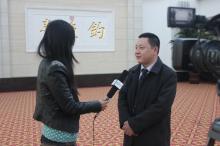 记者采访朱则荣