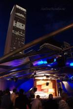 芝加哥千禧公园的贝壳形露天音乐厅的风光