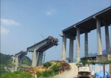 纳黔高速公路上正在建设中的赤水河特大桥