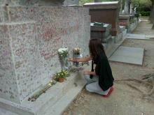 满是吻痕的尔德墓碑,已限制近距离接触。