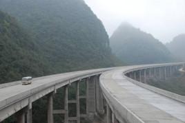 该项目的建设对完善广西速公路网布局
