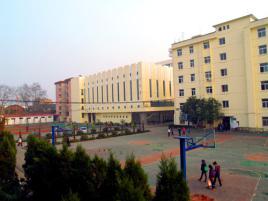 """经省教育厅,市政府批准,增挂""""芜湖应用技术学校""""(中专)校牌.图片"""