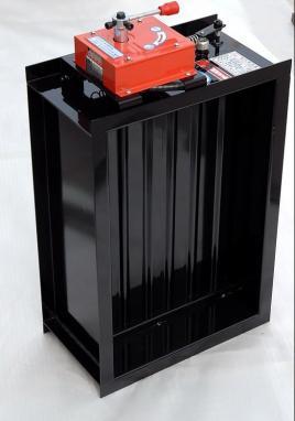 每层的排烟主管上设计了一个电动的常闭的防火阀,每层的每个排烟口又图片
