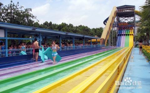海啸冲浪,休闲购物,度假餐饮等于一身的综合性大型水上娱乐世界.