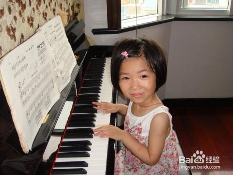 学钢琴的好处之五,就是锻炼孩子的记忆力图片