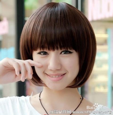 bobo头短发,剪出层次感,由下往上递增,显得头部发量丰满,更显头型.图片