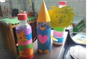 用彩纸给矿泉水瓶外包装,制作玩具,小动物等.图片