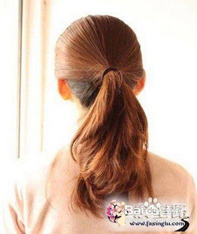 中长发怎么扎好看 简单编发盘发图解   发型diy 美容; 造型-步骤二:把图片