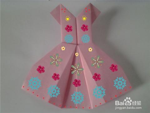 最后给漂亮的公主裙画画,这样公主裙更美了.图片