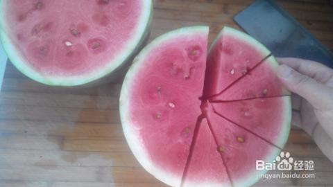 美食#西瓜凉盘的通俗切法图片