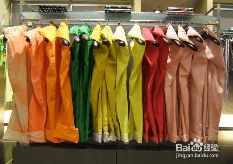 怎样做服装色彩陈列搭配技巧图片