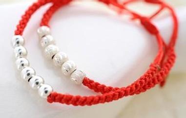 也越来越多的人开始关注本命年红绳,那么本命年红绳手链的编法,自然成