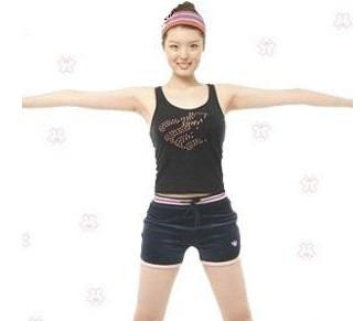 运动/户外 > 体育项目  1 两脚与肩同宽,保持背部伸直,双手平伸,胳膊图片