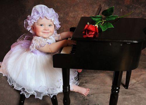 欧拉岛 孩子学钢琴家长要注意八个原则高清图片
