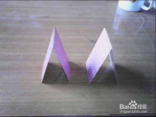 怎么用扑克牌叠金字塔图片