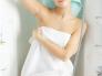 怎么裹浴巾不会掉落