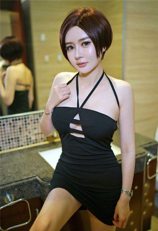 气质短发美女图片展示图片