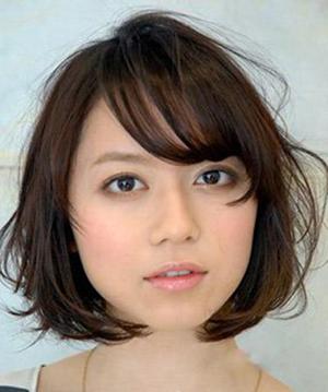 春季修颜减龄短发造型 流行发型巧变时尚达人 (300x359)图片