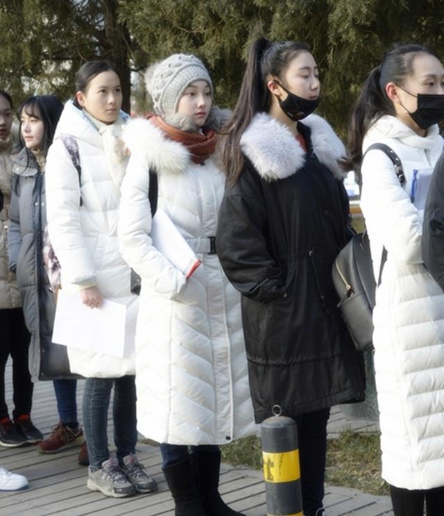 2017北京电影学院艺考现场:总有一张面孔会让你眼神停留图片