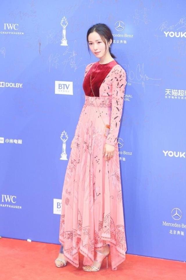 2017北京国际电影节:女明星礼裙争奇,她却穿了裤装斗艳图片