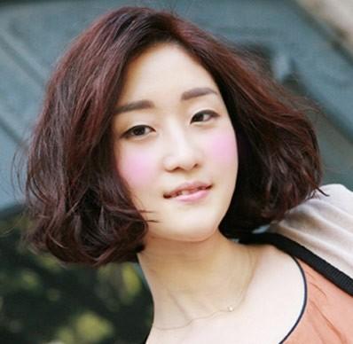 胖圆脸女生适合的发型 短发内扣梨花头烫发显瘦又时尚图片