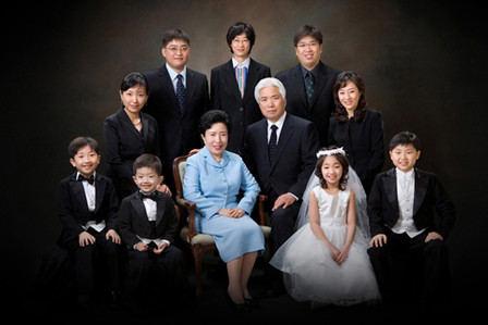 幸福全家照3-8人入镜(包括孩子),可提供长辈中式喜庆唐装1组,全家亲子