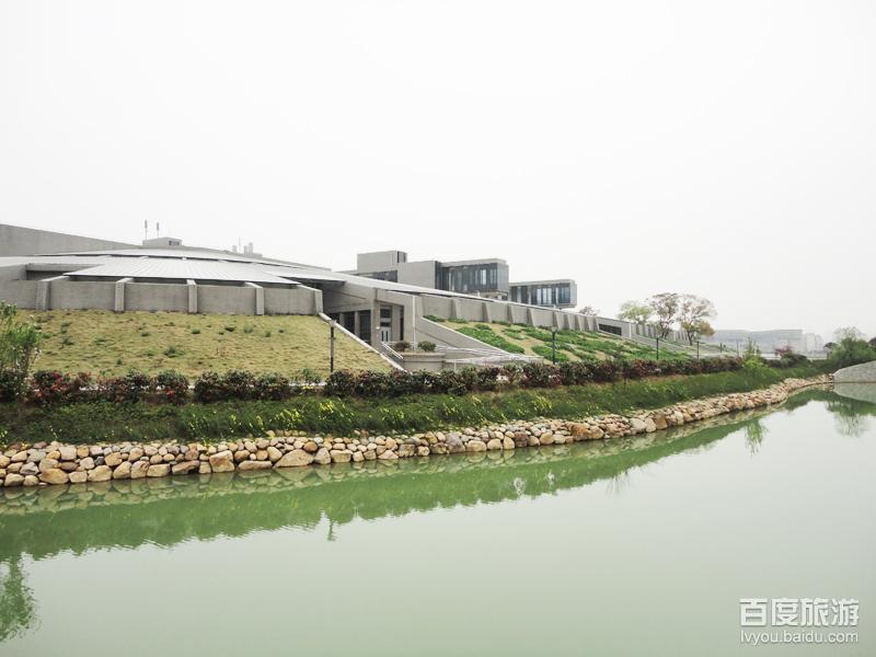 """(图为中南大学新校区""""地堡""""式教学楼,大爱啊~)-依旧那座凤凰城图片"""