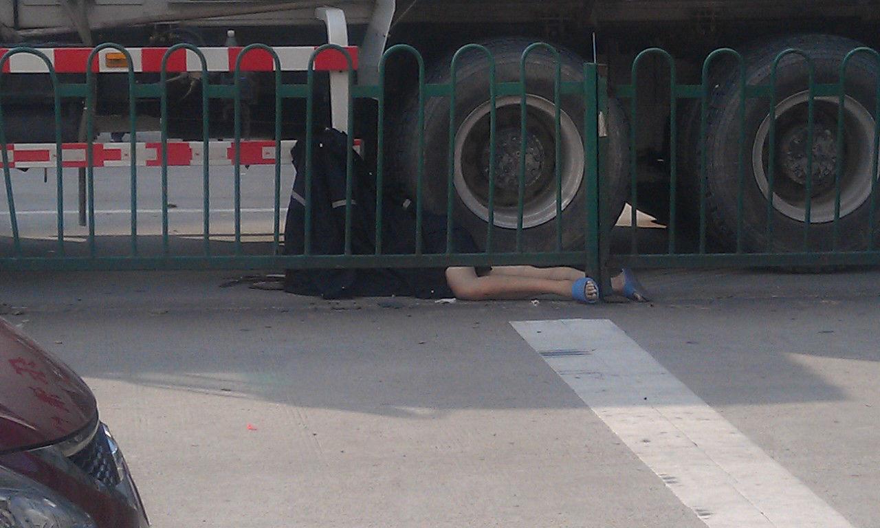 时代广场车祸图片大全 胖东来时代广场车祸 8月11日许