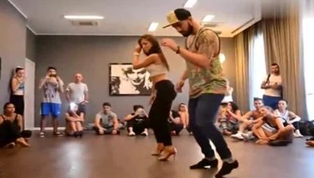 这可能是我看过的最性感的舞蹈 小姐姐身材爆炸
