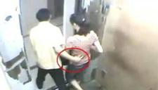 监拍男子电梯前猥亵女子 极力反抗终挣脱