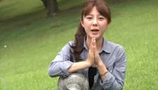 台湾大学萌妹子草坪上娇嗔拉票
