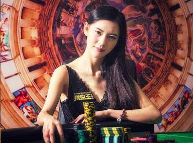 大二美女靠打扑克赢百万奖金