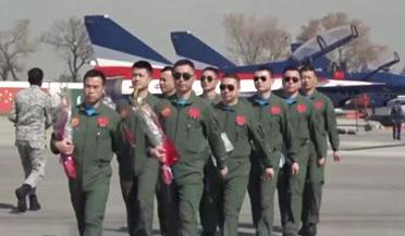 中国空军歼-10战机抵达巴基斯坦