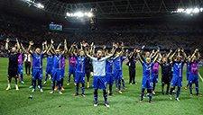 场面震撼!冰岛众将与球迷共同演绎独特庆祝