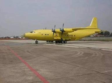 国产运8F200大型运输机成功首飞