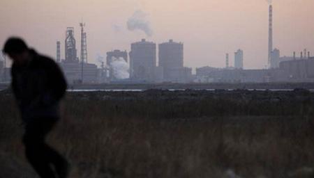 """唐山松汀村:一个被重工业锁住的""""雾霾村"""""""