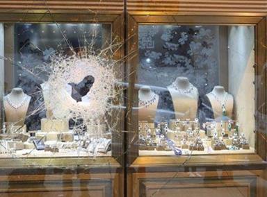 香港一珠宝店遭持锤抢劫损失3千万