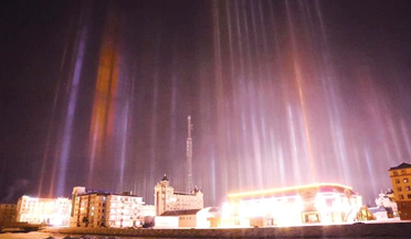 中国冷极根河再现寒夜冰晶光柱