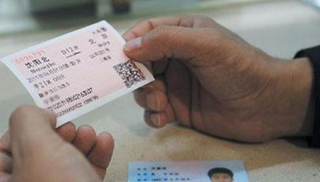 30分钟内紧急取票服务 助旅客快速取票进站